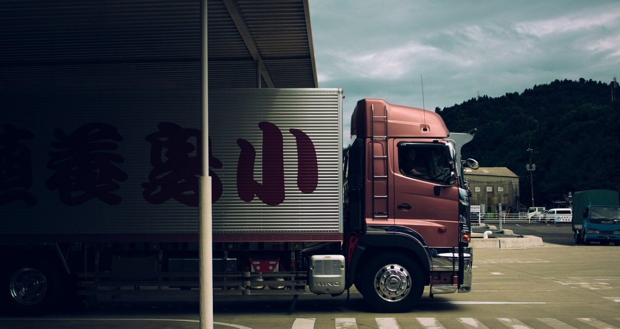 Części zamienne do samochodów ciężarowych - gdzie ich szukać?